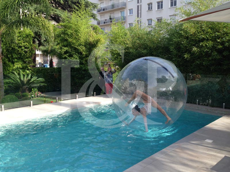 contorsionniste côte d'azur, contorsion côte d'azur, contorsion bulle, contorsionniste bulle, bulle piscine, animation piscine, animation eau, artiste aquatique