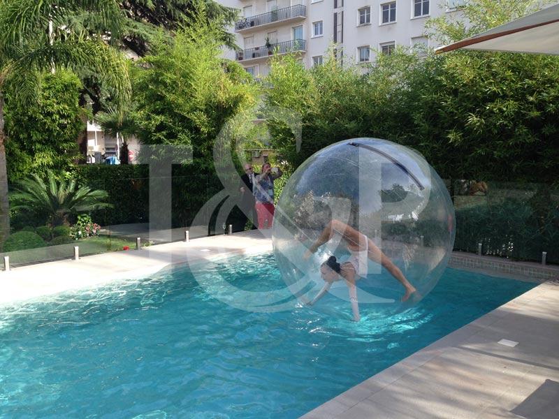 contorsionniste côte d'azur, contorsion côte d'azur, contorsion bulle, contorsionniste bulle, bulle piscine, animation piscine, animation eau, artiste aquatique