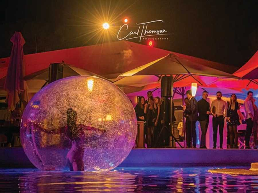 danseuse bulle, danseuse bulle cote d'azur, danseuse bulle nice, danseuse bulle sur l'eau, bulle sur l'eau, spectacle eau 06, spectacle eau cote d'azur, spectacle eau nice, danseuses nice, danseuses eau nice, danseuse eau cote d'azur